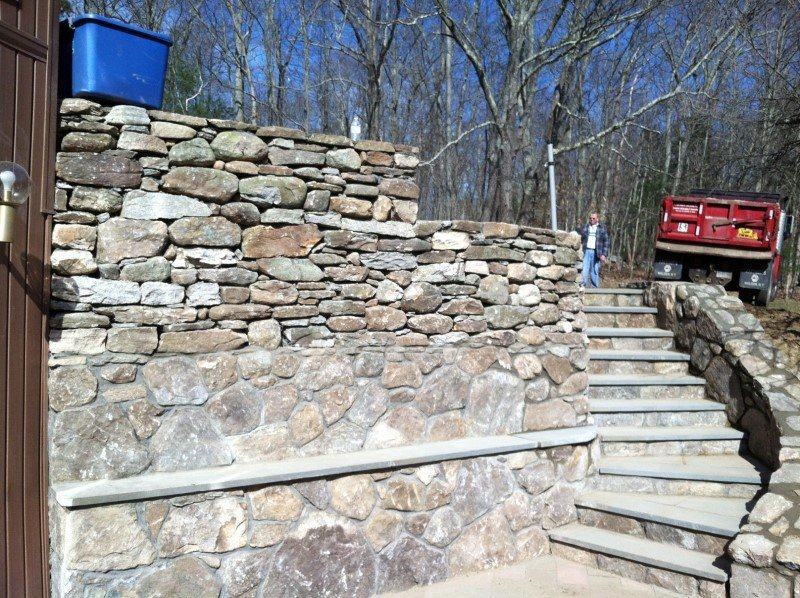 stone retaining wall residential hardscapes