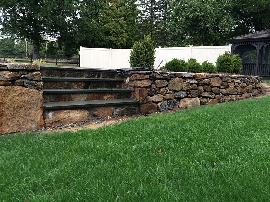 bluestone hardscape wall stairs