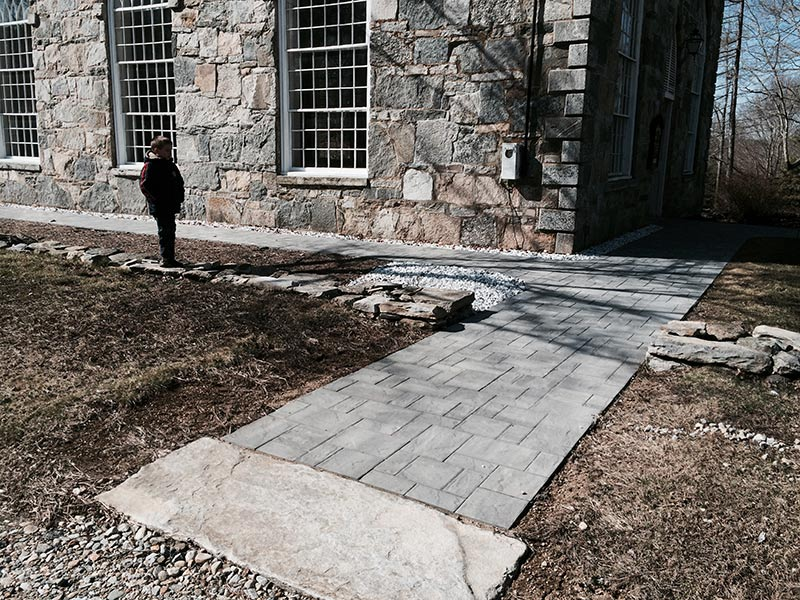 hardscaping contractor